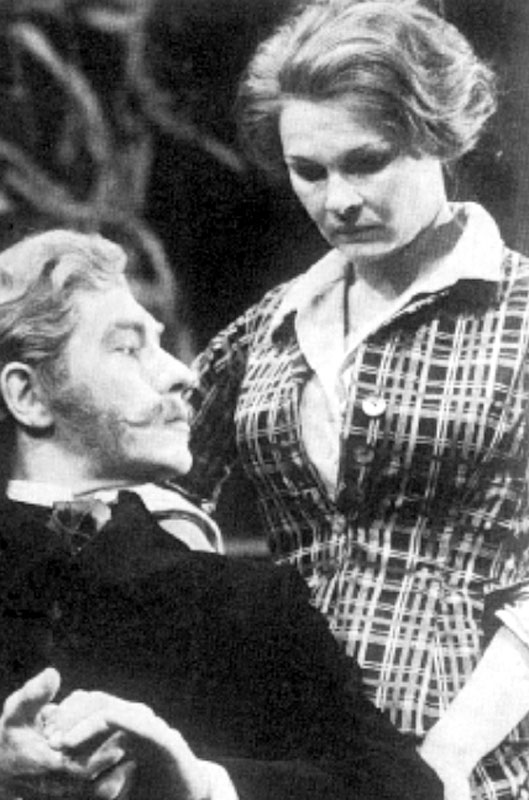 Bernick (Ian McKellen) and Lona (Judi Dench)<br><em> </em>