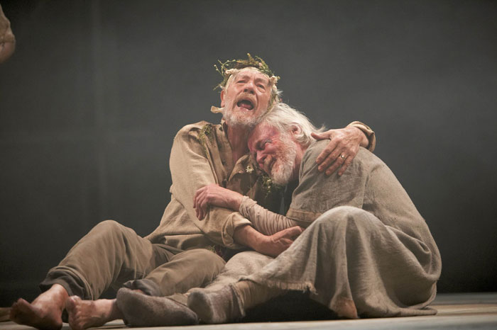 Similarities between king lear and macbeth
