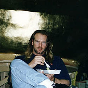 It takes lots of grub to keep Tyler Mane (Sabertooth) going