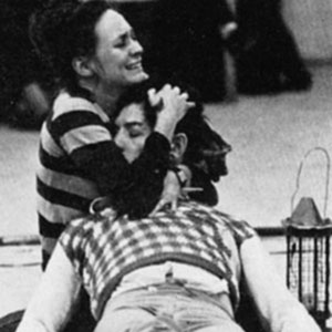 1976, ROMEO AND JULIET (1976): Francesca Annis (Juliet) and Ian McKellen (Romeo) in rehearsal of Act 5  - Photo by Nobby Clark