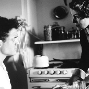 1997, GODS AND MONSTERS: Clay Boone (Brendan Fraser) and Hanna (Lynn Redgrave) have a frank discussion in the kitchen.