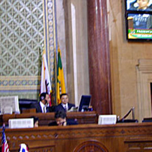 Sir Ian on the monitors as he addresses the Los Angeles City Council, 18 January 2002
