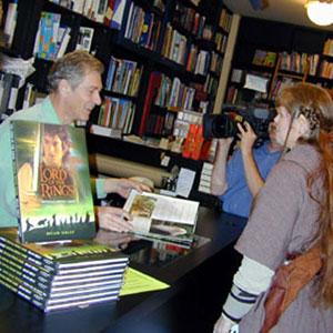 Ian McKellen signing the FOTR Movie Guide for an Elf, Book Soup West Hollywood 19 January 2002