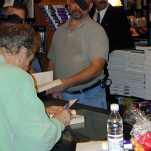 Ian McKellen signing the FOTR Movie Guide, Book Soup West Hollywood 19 January 2002