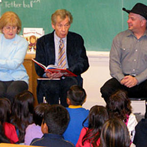 Ian McKellen, Garth Brooks, Trisha Yearwood: Read Across America, Hobart School, Los Angeles, 28 February