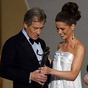 2002, THE LORD OF THE RINGS: THE FELLOWSHIP OF THE RING: SAG Awards, with Kate Beckinsale.  Sir Ians wardrobe by <a href=http://www.johnvarvatos.com target =_blank>John Varvatos</a>.