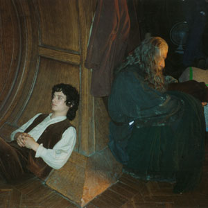 2000, THE LORD OF THE RINGS: THE FELLOWSHIP OF THE RING: With Frodo (Elijah Wood) on the Bag End set