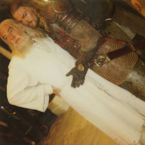 2000, THE LORD OF THE RINGS: RETURN OF THE KING: Ian McKellen and Karl Urban on set