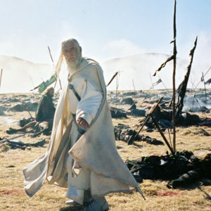 2000, THE LORD OF THE RINGS: RETURN OF THE KING: Gandalf the White surveys the carnage of Pellenor Fields  - Photo by Pierre Vinet/New Line Productions