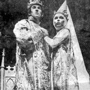 Richard II (Ian McKellen) and his Queen, Isabel  (Lucy Fleming)