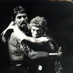 1969, EDWARD II: Lightborn (Robert Eddison) and Edward II (Ian McKellen)  - Photo by <a href='http://www.dundee.ac.uk/archives' target='_blank'>� Michael Peto Collection, University of Dundee</a>
