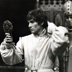 1968, RICHARD II: Was this the face that faced so many, and was at last outfaced by Bolingbroke?  - Photo by <a href='http://www.dundee.ac.uk/archives' target='_blank'>� Michael Peto Collection, University of Dundee</a>