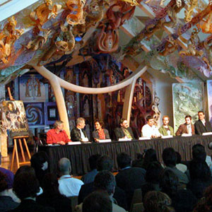 Press conference at Te Papa museum, Wellington NZ (l to r: Barrie Osborne, Ian McKellen, Orlando Bloom, John Rhys-Davies, Sean Astin, Billy Boyd, Elijah Wood, Richard Taylor, Mark Ordesky)