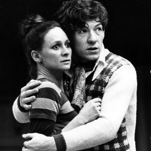 1976, ROMEO AND JULIET (1976): Juliet (Francesca Annis) and Romeo (Ian McKellen) in rehearsal  - Photo by Nobby Clark