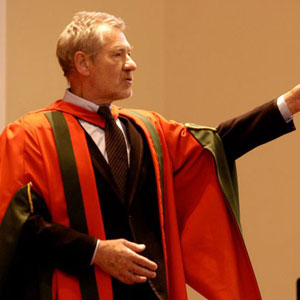 Ian McKellen recieves honorary degree from Leeds University, 29 April 2004
