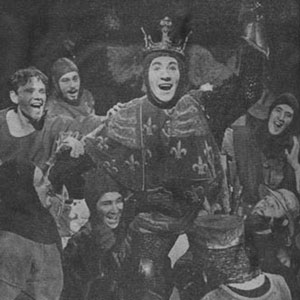 1963, HENRY V (1963): Entry into Harfleur, Ian McKellen (centre) with other members of the cast.