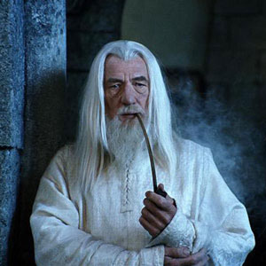 2000, THE LORD OF THE RINGS: THE TWO TOWERS: Gandalf smokes  - Photo by Pierre Vinet