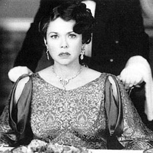 1995, RICHARD III: Annette Bening as Queen Elizabeth  - Photo by Alex Bailey