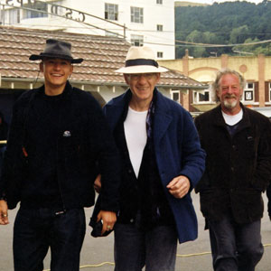 Orlando Bloom (Legolas), Ian McKellen (Gandalf), and Bernard Hill (Theoden) on the prowl in Wellington, 2000