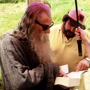 2000, THE LORD OF THE RINGS: THE FELLOWSHIP OF THE RING: Ian McKellen and Peter Jackson refer to Tolkien's book.  - Photo by Pierre Vinet